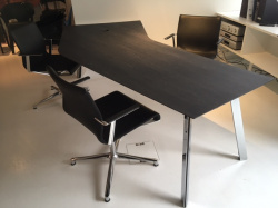 Bürotisch Boomerang + Bürostuhl